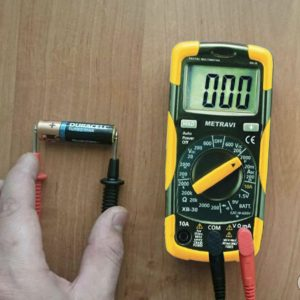 Metravi XB-30 Digital Multimeter Capacitor testing